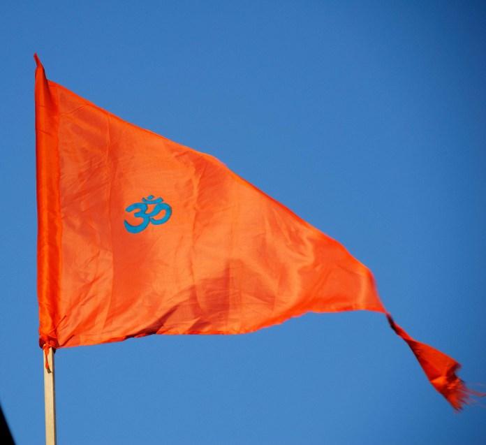 वर्ष प्रतिपदा पर भगवा ध्वज लहराए, लोगो ने एक दुसरे को शुभकामनाये दे सनातन भारतीय नववर्ष का आनंद उत्सव मनाया, उज्जैन में महाकुम्भ के अमृत स्नान हेतु अपार संत समागम